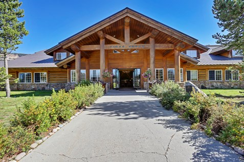 headwaters-lodge-and-cabins-grand-teton-yellowstone-hotel-lodging-camping
